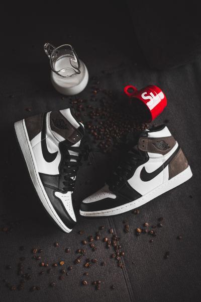 "Air Jordan I Retro High ""Dark Mocha"" - снимки"